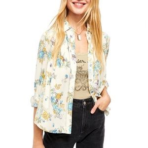 HP🎉 Free People Ivory Floral Hold Onto Me Button